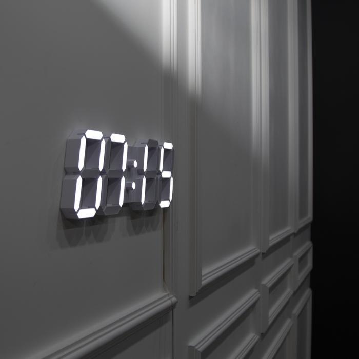 로이레트니 다이아몬드 화이트모던 LED 벽시계(전선길이 3.3m) [하이마트]